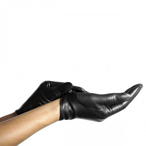 Short leather gloves with button (Model 210)