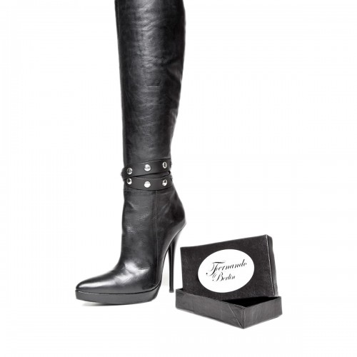 Brazalete doble por botas con remaches y pulsador tamaño estándar