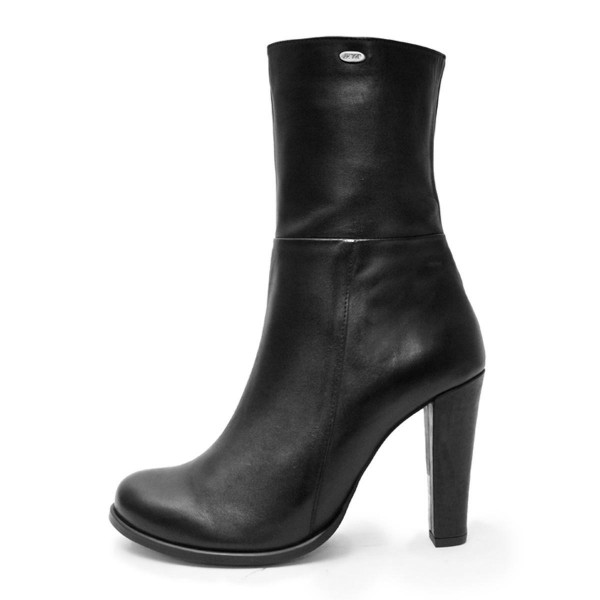 Bottines avec talon entonnoir pointure standarde (Modèle 802)